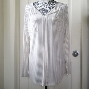 Pin stripped long sleeve blouse.